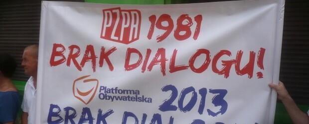 Pikieta pod biurem rzecznika Platformy Obywatelskiej posła Pawła Olszewskiego w Bydgoszczy