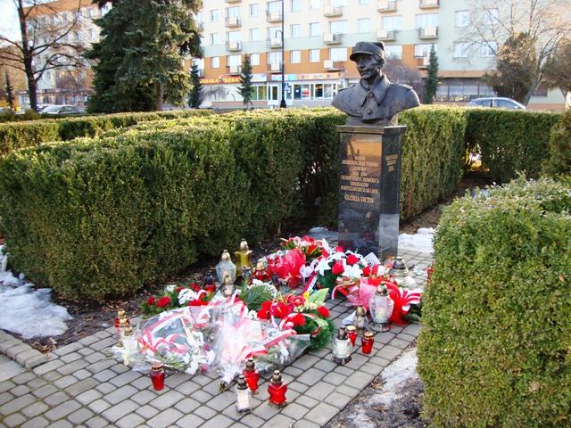 Tarnobrzeg_pomnik