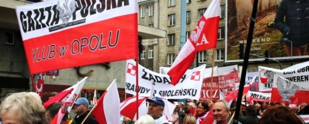 """Opole – Manifestacja """"DOŚĆ LEKCEWAŻENIA SPOŁECZEŃSTWA"""" w Warszawie"""