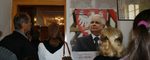 """Ekspozycja wystawy pt.""""Warto być Polakiem"""" w Budapeszcie."""