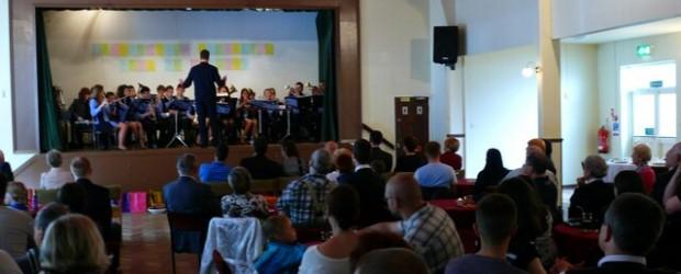 Koncert Młodzieżowej Orkiestry Dętej ze Wschowy w Derby.