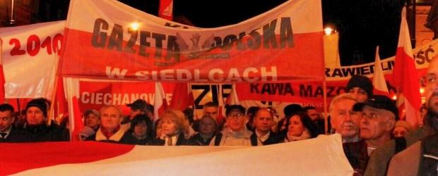 Tysiące ludzi oddało w Warszawie hołd Ofiarom Smoleńska (wideo)