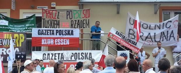 """Protest """"Uwolnić natychmiast Grzegorza Brauna"""" we Wrocławiu (wideo)"""
