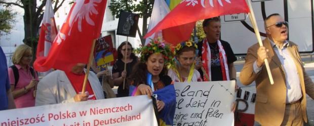 Pikieta upamiętniająca zdradziecki napad na Polskę przez ZSRR przed Ambasadą Rosji w Berlinie