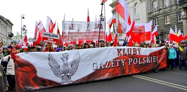 Polacy popierają rząd PiS. Demonstracja w obronie legalnej władzy