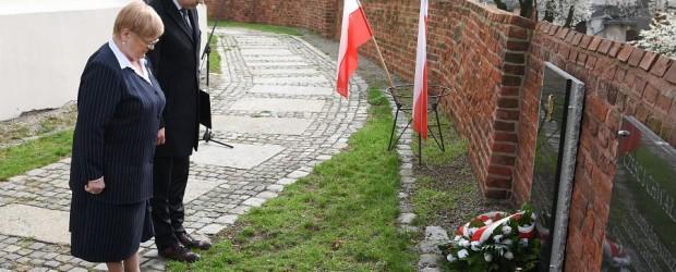 Gniezno:  Mieszkańcy upamiętnili Ofiary tragedii smoleńskiej sprzed 6 lat