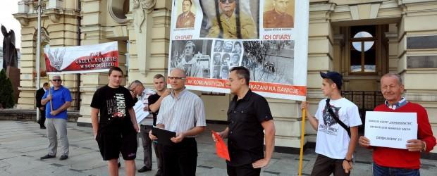 Protest: Oleksy honorowym obywatelem Nowego Sącza i książka o nim sfinansowana przez władze miasta z naszych podatków.