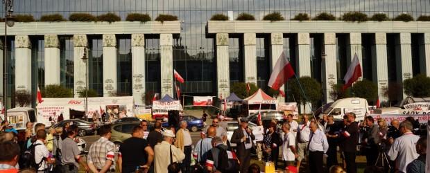 Środowiska patriotyczne w miasteczku namiotowym przed Sądem Najwyższym, 17.09.2016r Warszawa