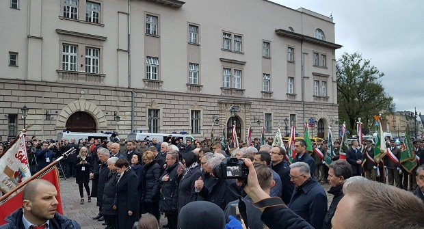 """[Tydzień w Klubach """"GP""""] Siódma rocznica pogrzebu Pary Prezydenckiej na Wawelu"""