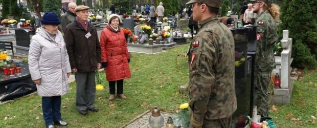 Gliwice: zapalenie zniczy i złożenie kwiatów na grobach żołnierzy Armii Krajowej