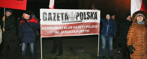 Kraków: Manifestacja przed Wawelem