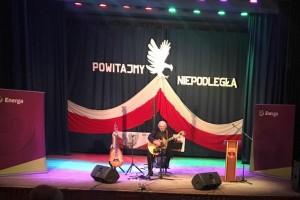 """W Przysusze odbył się ,,Koncert Patriotyczny"""" w wykonaniu Macieja Wróblewskiego."""