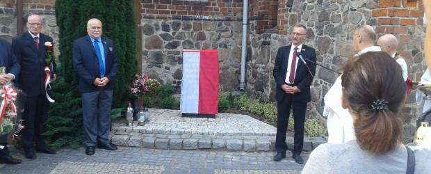 Sulęcin: Odsłonięcie tablicy upamiętniającej ofiary ludobójstwa na Kresach.