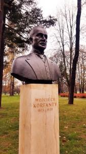 """Popiersie Wojciecha Korfantego w Parku Jordana w Krakowie (Foto. Fundacja Klubów """"Gazety Polskiej"""")"""