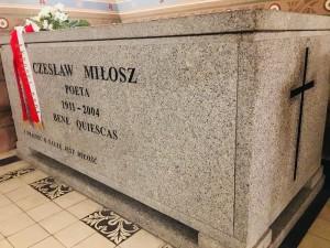 """Grób Czesława Miłosza na Skałce w Krakowie (Foto. Fundacja Klubów """"GP"""")"""