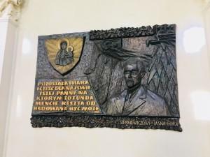 """Tablica pamiątkowa poświęcona Henrykowi Sienkiewiczowi na Jasnej Górze w Częstochowie (foto. Fundacja Klubów """"GP"""")"""