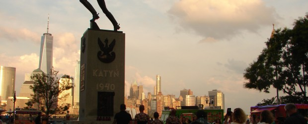 Polscy weterani złożyli kwiaty pod Pomnikiem Katyńskim w Jersey City. Podniosłe zakończenie 44-dniowego rajdu