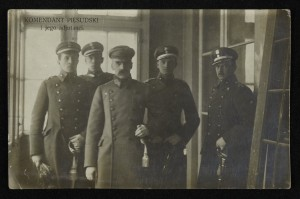 Komendant Józef Piłsudski i adjutanci. Cyfrowa Biblioteka Narodowa Polona