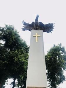 """Pomnik Niepodległościowy na Placu Wolności w Ożarowie (foto. Fundacja Klubów """"GP"""")"""
