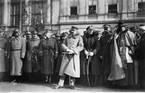 Uroczystość wręczenia buławy marszałkowskiej Józefowi Piłsudskiemu. Ze zbiorów Narodowego Archiwum Cyfrowego