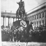 Obchody Święta Niepodległości na placu Saskim w Warszawie. Ze zbiorów Narodowego Archiwum Cyfrowego