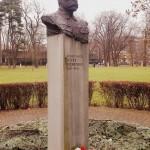 """Popiersie Józefa Piłsudskiego w Parku Jordana w Krakowie. (Foto. Fundacja Klubów """"Gazety Polskiej"""")"""