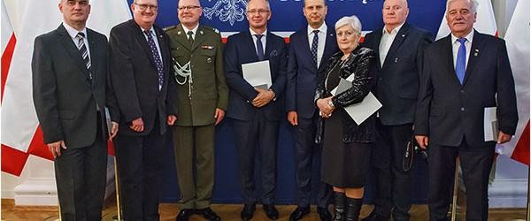 Dzierżoniów II: Nadanie medalu 100 lecia Odzyskania Niepodległości członkom Klubu GP Dzierżoniów II.