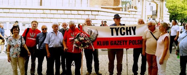 Tychy: Złożenie kwiatów na grobie Prezydenta Lecha Kaczyńskiego