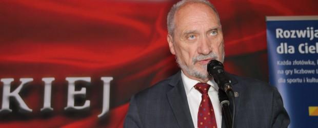 Min. Macierewicz prosi dopilnujmy wyborów i mówi o najważniejszych zadaniach na drugą kadencję (wideo)