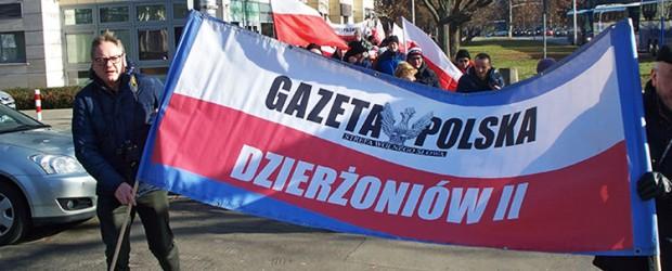 """Dzierżoniów II: Demonstracja poparcia reformy sądownictwa. """"Ani kroku w tył"""""""
