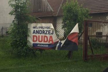 DUDA 2020 | Poniszczone bannery w Nowym Sączu