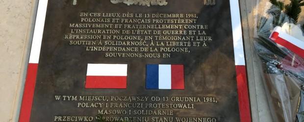 PARYŻ | Odsłonięcie odnowionej tablicy upamiętniającej protesty, które odbywały się w stolicy Francji po wprowadzeniu stanu wojennego.