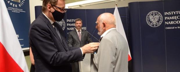 OŚWIĘCIM   Odznaczenie Krzyżem Wolności i Solidarności dla Przewodniczącego Klubu Wiesława Konrada Czarnika
