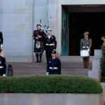 War Memorial, Canberra, wience składają uczestnicy Rajdu oraz członkowie SPK Sydney.